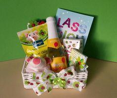 Geburtstag * Geschenk - Körbchen * Happy Birthday * Viel Glück bestehend aus: einer geflochten weißen Aufbewahrungsbox-Körbchen 18cm x 10cm x 6cm **verziert mit: ** einem...