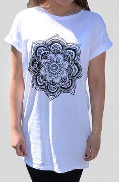 Diy mandala shirt! This looks so easy ✌️