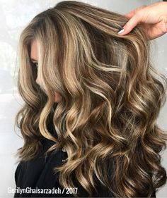 Long Wavy Ash-Brown Balayage - 20 Light Brown Hair Color Ideas for Your New Look - The Trending Hairstyle Brown Hair Shades, Brown Ombre Hair, Chocolate Brown Hair Color, Brown Hair With Highlights, Light Brown Hair, Ombre Hair Color, Brown Hair Colors, Gold Highlights, Medium Hair Styles