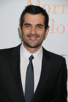 Oooh I like Phil Dunphy with facial hair. =)