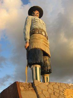 Mercedes, y su monumento al gaucho, Corrientes, Argentina