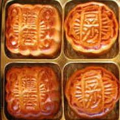 Easy Chinese Moon Cakes with Sugar, Egg Yolks, Salted Butter, All-Purpose Flour, Strawberries. great they will definitely be made again Easy Cake Recipes, Easy Desserts, Cookie Recipes, Dessert Recipes, Breakfast Recipes, Chinese Moon Cake, Mooncake Recipe, Moon Pies, Cake Packaging