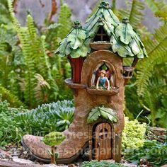 A woodland fairy house in a boot with a hinged door. Fairy Tree Houses, Fairy Village, Fairy Garden Houses, Gnome Village, Fairy Crafts, Garden Crafts, Garden Art, Vintage Garden Decor, Fairy Furniture