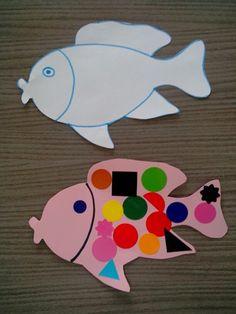 Faire un gabarit sur une feuille blanche, reproduire le poisson sur du papier Canson. L'enfant colle des gommettes en guise d'écailles. Age: deux ans et demi.
