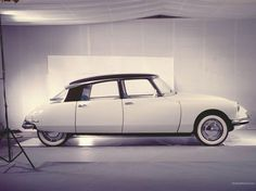 I can't tell a Renault from a Peugeot nowadays. But I can tell this Citroën DS was one of the most beautiful cars ever built. Luxury Sports Cars, Classic Sports Cars, Sport Cars, Classic Cars, Lamborghini, Ferrari, Psa Peugeot Citroen, Citroen Ds3, Automobile
