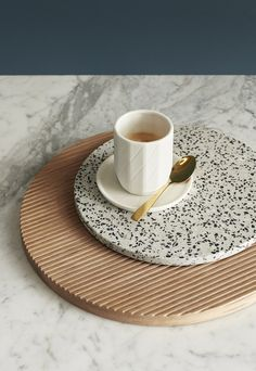 I love how now accessories such as place-mats have terrazzo patterns on them. I love how these pieces work together with the grey blue background and marble countertop. Terrazzo, Best Home Interior Design, Bathroom Interior Design, Italian Interior Design, Contemporary Interior, Objet Deco Design, Motif Vintage, Minimalist Home Decor, Do It Yourself Home