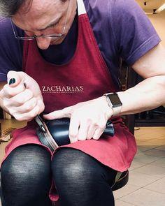 #vpraci #vpraze #vdilne #rucniprace #ruce #svec #boty #botynamiru #botyjakoumeni #botynazakazku #bespoke #shoemaking #workinprogress #workshop #applewatch #malenails #zacharias