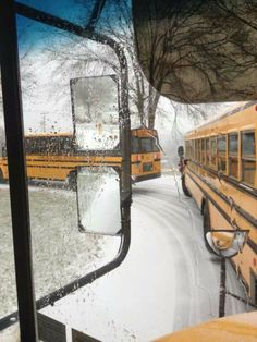School Buses lining up early at school b/f the weather gets worse School Bus Driver, School Buses, School Days, School Stuff, Coach Travel, Future School, Aesthetic Grunge, Yellow Office, Big Yellow