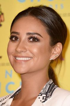 Pretty Little Liars Pictures and Photos Pretty Little Liars, Celebrity Hairstyles, Cool Hairstyles, Emily Fields, Teen Choice Awards, Shay Mitchell, Celebs, Celebrities, Her Smile