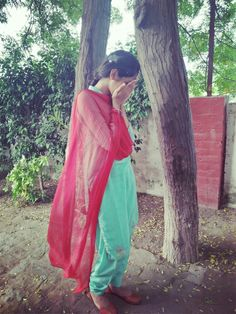 Stylish Dp, Stylish Girl, Girl Photo Poses, Girl Photos, Cute Girl Pic, Cute Girls, Amazing Dp, Patiala Suit Designs, Persian Girls
