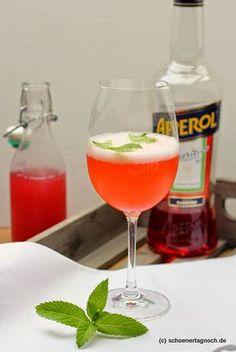 My summer drink Aperol Rhubarb Spritz - Alkoholische Apperitiv - food summer Winter Drinks, Summer Cocktails, Cocktail Drinks, Cocktail Recipes, Refreshing Drinks, Fun Drinks, Smoothie Drinks, Smoothies, Halloween