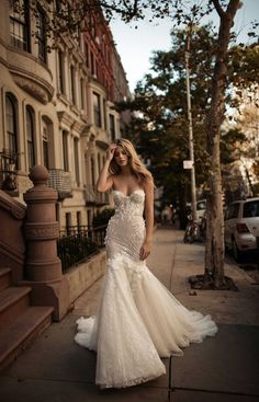 Strapless sweetheart wedding gown with tulle train // BERTA's Fall/Winter 2017 bridal collection is sending us to heaven with its showstopping silhouettes matched beautifully with flowers, lace appliques and rich embellishments. Amazing Wedding Dress, Luxury Wedding Dress, Long Wedding Dresses, Designer Wedding Dresses, Bridal Dresses, Dress Wedding, Tulle Wedding, Dresses Dresses, Dresses Online