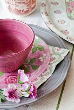 . Raspberry Recipes, Fruit Recipes, Raspberry Ripple, Raspberry Tea, Estilo Shabby Chic, Farm House Colors, Pink Sofa, Rose Cottage, Mugs