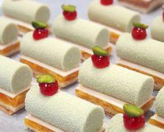 Claire Heitzler: sweet encounter at Lasserre - WordPress Sitesi Mini Desserts, Small Desserts, Christmas Desserts, Plated Desserts, Mini Pastries, French Pastries, Yummy Treats, Sweet Treats, Dessert Restaurants