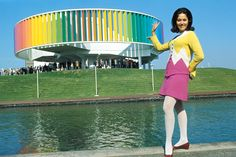 Hostess of the Kaleidoscope at Expo 67. © Government of Canada. Reproduce with permission of Library and Archives Canada (2016). Source: Library and Archives Canada / Canadian Corporation for the 1967 World Exhibition fonds/e000996021
