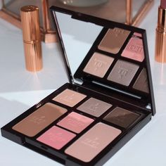 I am really very fond of the new Instant Palette from Charlotte Tilbury. It's a more intense smokey sculpted look and absolutely beautiful! I have swatches a photo of it on my face and comparison swatches with the original palette on www.reallyree.com  #bbloggers #charlottetilbury #instantpalette #instantlookinapalette #instantlookinapaletteseductivebeauty #swatches