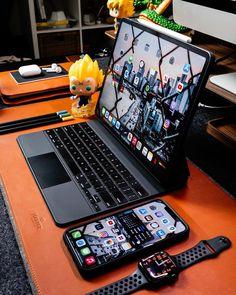 Computer Desk Setup, Gaming Room Setup, Web Mobile, Cool New Gadgets, Apple Smartphone, Accessoires Iphone, Home Office Setup, Game Room Design, Pc Cases