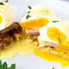 close up of Keto eggs benedict with the egg cut open and yolk oozing out on a white plate over a white background Chicken Cauliflower Casserole, Best Cauliflower Pizza Crust, Cheesy Cauliflower, Califlower Pizza, Peanut Recipes, Oats Recipes, Make Ahead Breakfast, Breakfast Recipes, Blueberry Overnight Oats
