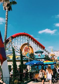 Photo at an amusement park Summer Feeling, Summer Vibes, Good Vibe, Disney Aesthetic, Summer Goals, Happy Vibes, Summer Aesthetic, Amusement Park, Aesthetic Pictures