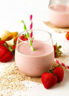 The Very Best Breakfast Oatmeal Smoothie by Deliciously Yum! Crockpot, Oatmeal Smoothies, Mocha Smoothie, Frozen Strawberries, Evening Meals, Crunches, Best Breakfast, Eating Plans, Food Items