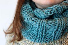 luvinthemommyhood: christmas knitting 911 - the Mallory Cowl Pattern