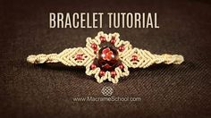 Big Bead Flower Bracelet Tutorial by Macrame School Tutorial Colar, Armband Tutorial, Necklace Tutorial, Beads Tutorial, Micro Macrame Tutorial, Macrame Bracelet Tutorial, Macrame Bracelets, Beaded Necklaces, Collar Macrame