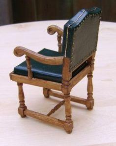 Met de originele foto als voorbeeld, heb ik de dertien stoelen voor de Titanic Diner-room gemaakt.                Foto: Titanic Hist...
