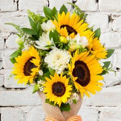Sunflower Arrangement Bouquet, Check out the stunning flower bouquet & flower arrangement for any occasion. #occasion #anyoccasion #onlineshop #onlineflowershop #flowershop #sunflower #flowerphotos #flower #gifts #fnpuae Best Flower Delivery, Flower Delivery Service, Sunflower Arrangements, Sunflower Bouquets, Online Flower Shop, Order Flowers Online, Online Florist, Flower Photos, Check