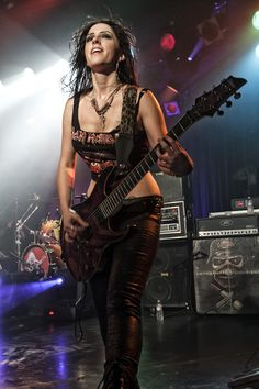 nikki Strauss-The Iron Maidens Band. Fille Heavy Metal, Chica Heavy Metal, Heavy Metal Girl, Heavy Metal Music, Heavy Metal Bands, Rock Chic, Glam Rock, Rock Bands, Rock Band Photos
