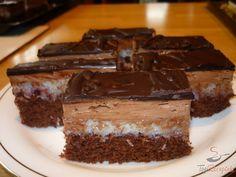 Gyakran készítem ezt a süteményt. A piskótát nem kell senkinek bemutatni, puha, édes, tökéletes süteményalap. Erre kerül a finom kókuszos krém, majd a kókuszos krémre a csokoládés krém. Az egész süteményt a puhaság és a krémesség jellemzi, na meg persze az, hogy ellenállhatatlanul finom! A fantasztikus kókuszos szeletet csokikrémmel a csokiöntet teszi teljessé. Bevallom, ezt boltban vásároltam, de akinek van ideje, az otthon is elkészítheti. Szerző: M.Márta Slovak Recipes, Czech Recipes, Big Cakes, Sweet Cakes, Baking Recipes, Cake Recipes, Cake Bars, Healthy Diet Recipes, Wedding Desserts