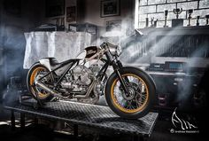 Moto Guzzi T5 850 Bobber Cafe by Chop Works - Photo by Andrea Mazzon #motorcycles #bobber #motos | caferacerpasion.com