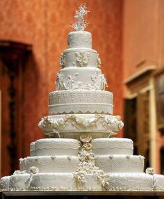 riesige weiße Traum-Hochzeitstorte