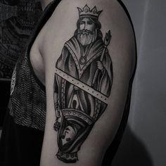 """King and Queen for Lucas, thanks!! #tattoo #tatuagem #rj #king #queen #poker #btattooing #blackworkerssubmission #blacktraditional #darkartists…"""