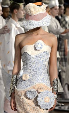 Thom Browne Spring 2013 - alice in wonderland meets mad hatter at the tea party Weird Fashion, Love Fashion, High Fashion, Fashion Outfits, Womens Fashion, Fashion Details, Fashion Design, Estilo Fashion, Herve Leger