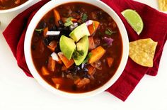 5-Ingredient-Sweet-Potato-Black-Bean-Chili-So-healthy-vegan-glutenfree