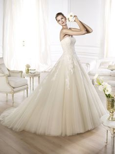 Pronovias is known and loved at the Shoppe for making such soft, romantic wedding dresses. Octavia is no exception to the rule. Well done, Pronovias! Pronovias Wedding Dress, Wedding Dress Organza, Wedding Dresses For Sale, Wedding Dress Sizes, White Wedding Dresses, Bridal Dresses, Wedding Gowns, Perfect Wedding Dress, Tulle Wedding