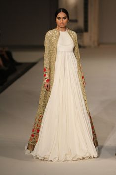 Rohit Bal at Lakmé Fashion Week summer/resort 2016 Indian Attire, Indian Wear, Indian Outfits, Lakme Fashion Week, India Fashion, Fashion Weeks, London Fashion, Runway Fashion, Bridal Fashion