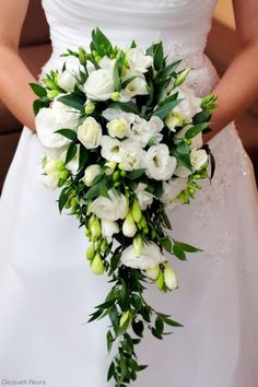 Picking the Perfect Flower Wedding Bouquet Cascading Wedding Bouquets, Summer Wedding Bouquets, Cascade Bouquet, Bride Flowers, White Wedding Flowers, Bride Bouquets, Flower Bouquet Wedding, Floral Wedding, Marie