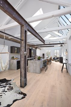 Consider in the living/dining space Beams? Consider in the living/dining space Japanese Home Decor, Japanese House, Industrial Architecture, Facade Architecture, Industrial House, Modern Industrial, Modern Buildings, Eclectic Decor, Simple House