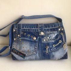 Denim Tote Bags, Denim Handbags, Fabric Purses, Fabric Bags, Artisanats Denim, Mochila Jeans, Jean Purses, Denim Ideas, Recycled Denim