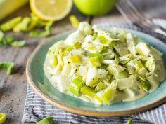 Fruchtiger Lauchsalat mit Apfel und Kokosmilch