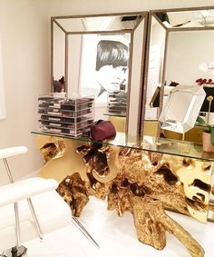 @fyubimakeupandbrowstudio's makeup studio is simply stunning with our Sequoia Console Table!