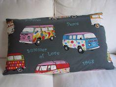 Furgoneta Hippie funda para almohadón estampada. por WIKIPILLOW, €15.00
