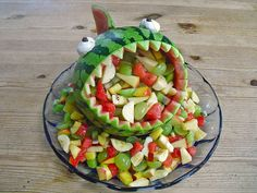 Melonen-Hai Melonen-Hai 1 The post Melonen-Hai appeared first on Kindergeburtstag ideen. Party Finger Foods, Party Snacks, Cute Food, Good Food, Food Platters, Food Humor, Fruit And Veg, Health Desserts, Creative Food