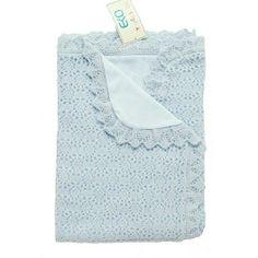 Stickad babyfilt Ljusblå finns också i vit, creme och rosa. 249kr