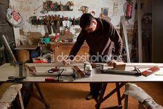 Limpiar el pegamento de carpintero — Foto editorial de stock © Juan_G_Aunion #58353651