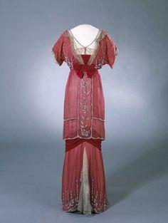 Evening dress of Queen Maud of Norway, 1910-13  From the Digitalt Museum