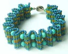 Bead Bracelet tutorial in Russian, but with diagrams. Love the texture and shape this simple technique creates.