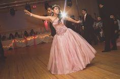 Al elegir a tu pareja de baile para tus quince, procura que más o menos sepan bailar; recuerda que son ellos los que te guiarán en todos tus bailes. si no, práctica unas clases de baile. #BaileFiestaDeQuince