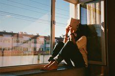❂ ✹ ➳ تو حق نداری اسمِ دردهای مزمنت را عشق بگذاری! میتوانی مدیونِ زخمهایت باشی اما محتاجِ آنکه زخمیات کرده ، نه...! دست بردار از این افسانههای بی سر و ته که به نامِ عشق، فرصتِ عشق را از تو میگیرد... آنکه تو را زخمیِ خود میخواهد آدمِ تو نیست، آدم نیست...! و تو سال هاست حوای بی آدمی... حواست نیست! #افشین_یداللهی